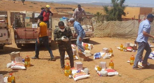 مع اتخاذ التدابير الاحترازية جمعية تدارت بإدموسكنة جماعة أملو توزع مساعدات غذائية على الساكنة